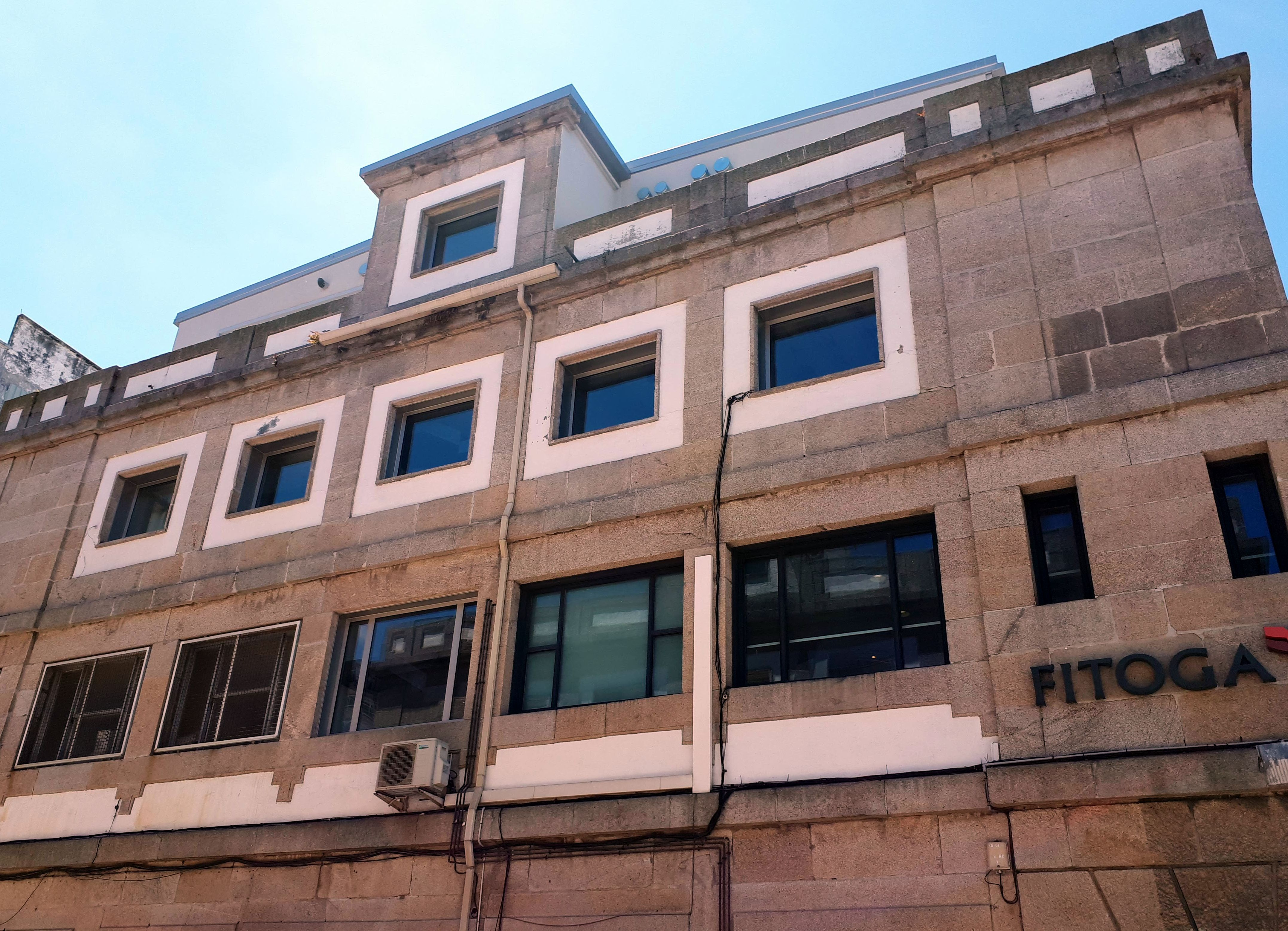 Soportales del Berbés: Locales Oficinas Disponibles