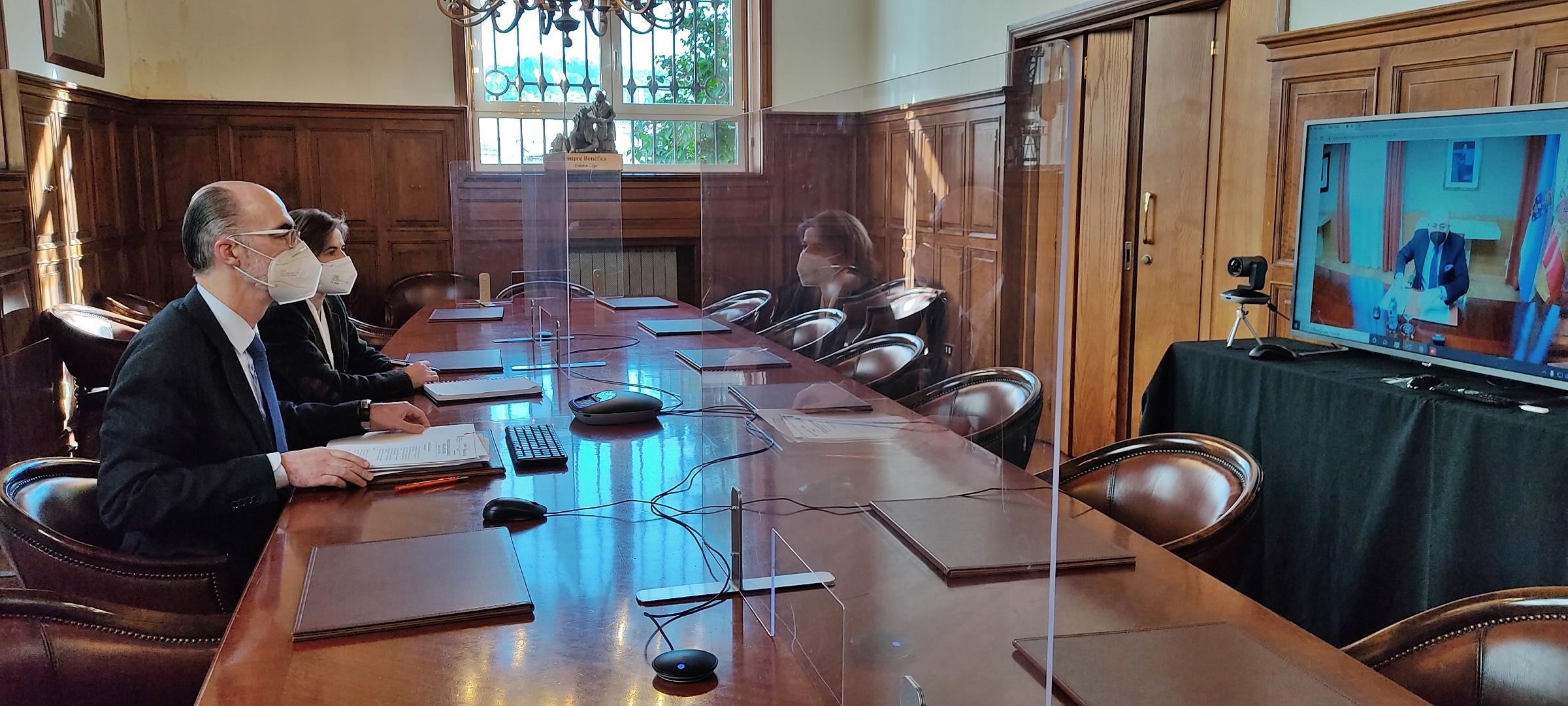 VÁZQUEZ ALMUÍÑA PLANTEA AL DELEGADO DEL GOBIERNO LA NECESIDAD DE LAS CONEXIONES FERROVIARIAS CON BOUZAS Y LA PLISAN Y MÁS FLEXIBILIDAD PARA HACER FRENTE A LAS CONSECUENCIAS DEL BREXIT
