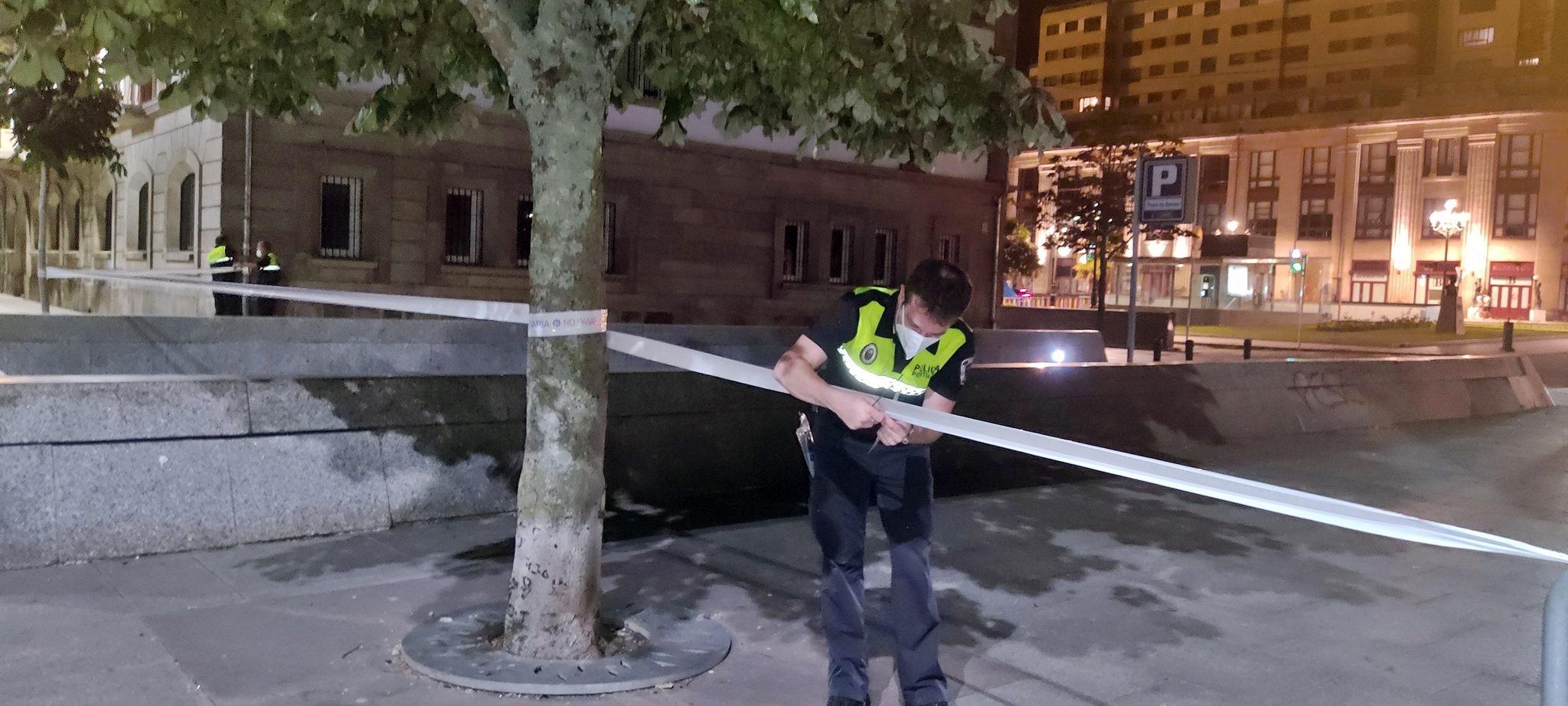 VÁZQUEZ ALMUIÑA AGRADECE EL ESFUERZO DE LA POLICÍA PORTUARIA EN LA VIGILANCIA DE LOS ESPACIOS PROCLIVES AL BOTELLÓN DURANTE EL FIN DE SEMANA