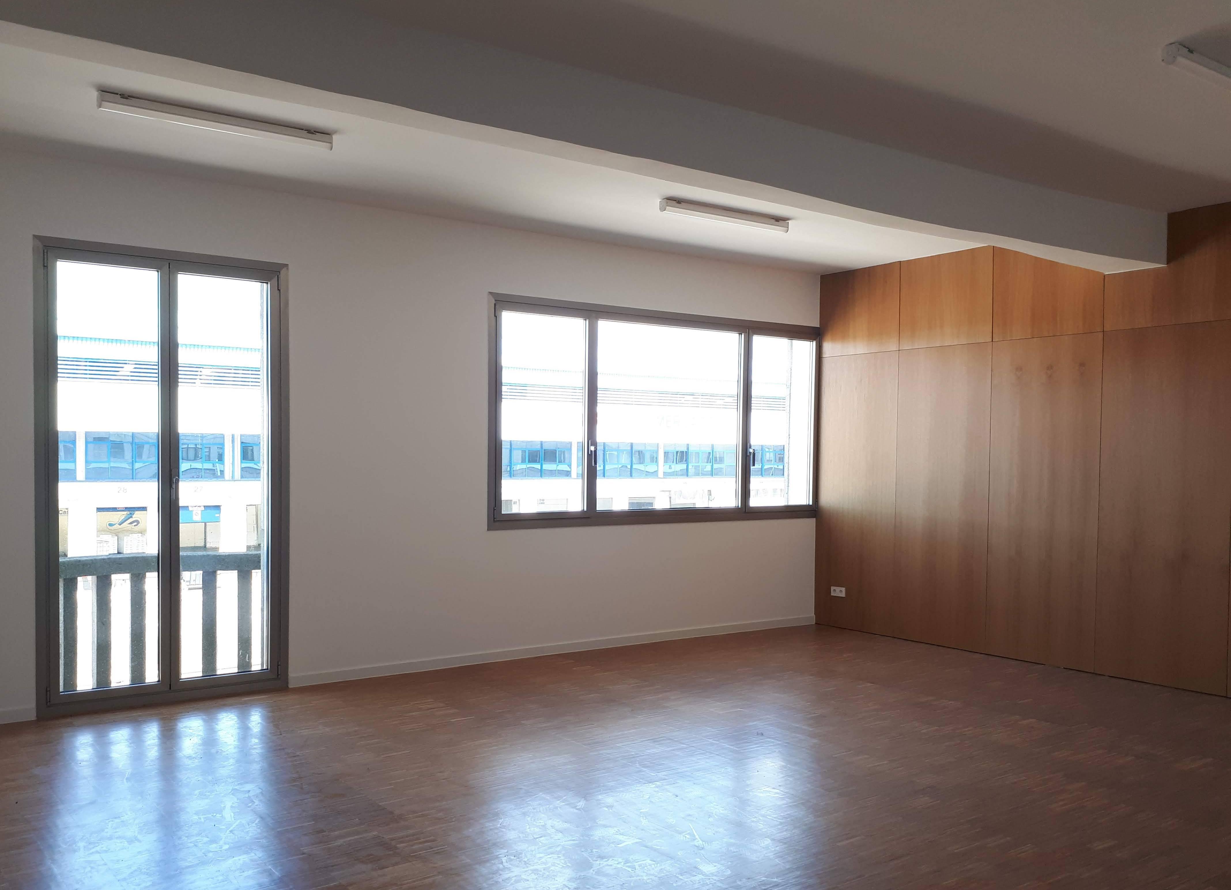 Soportales del Berbés: Office Spaces Available